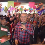 """Mais de mil trabalhadores comemoram o """"Dia da Categoria"""" em cilma de festa junina"""