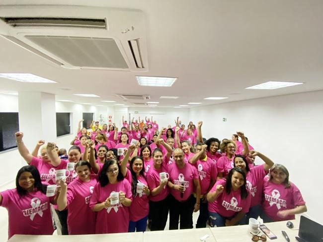 Outubro Rosa: Trabalhadoras foram conscientizadas sobre a importância dos exames preventivos